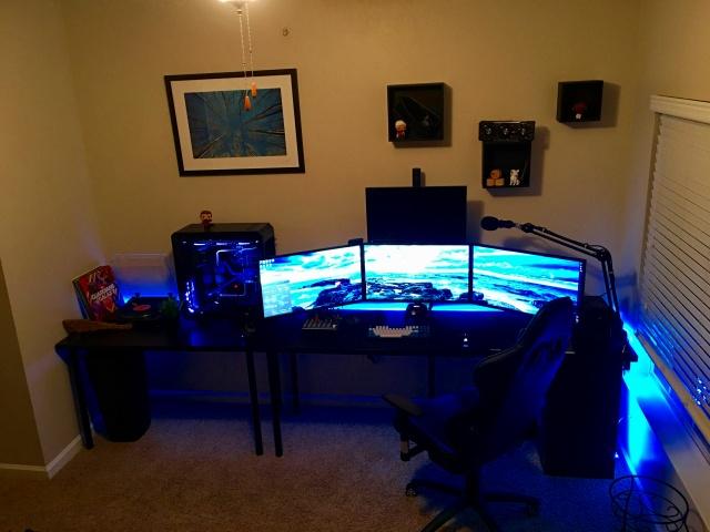 PC_Desk_MultiDisplay84_04.jpg