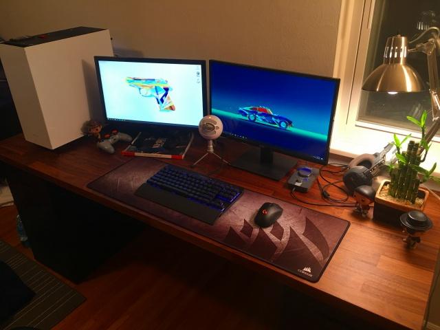 PC_Desk_MultiDisplay84_06.jpg