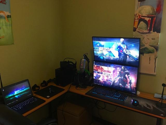 PC_Desk_MultiDisplay84_100.jpg