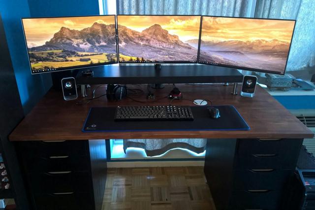 PC_Desk_MultiDisplay84_22.jpg