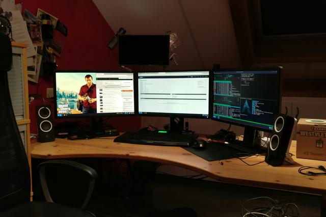PC_Desk_MultiDisplay84_23.jpg