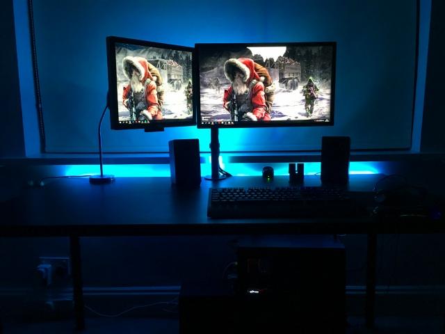 PC_Desk_MultiDisplay84_24.jpg