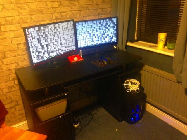 PC_Desk_MultiDisplay84_41.jpg