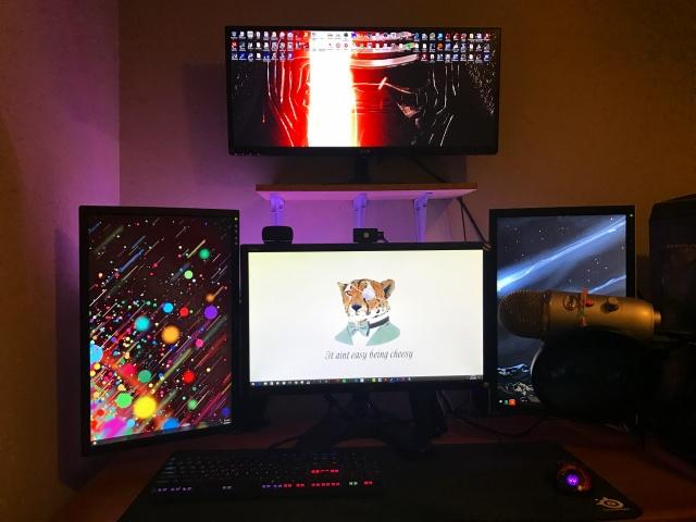 PC_Desk_MultiDisplay84_45.jpg