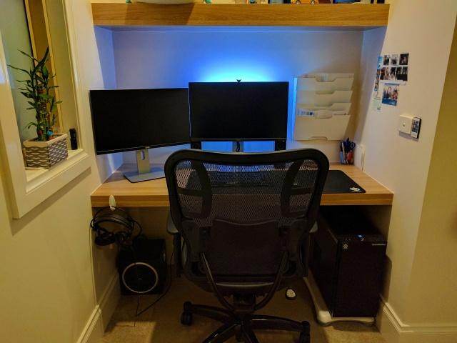 PC_Desk_MultiDisplay84_55.jpg