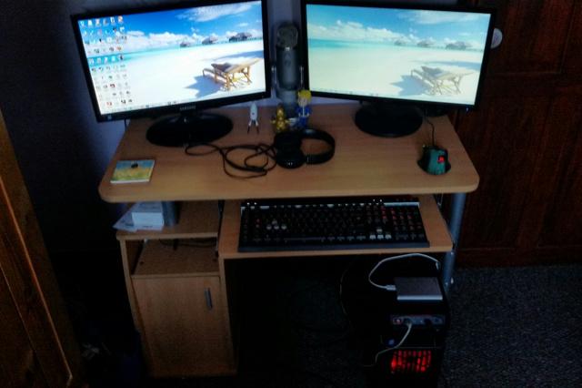 PC_Desk_MultiDisplay84_57.jpg