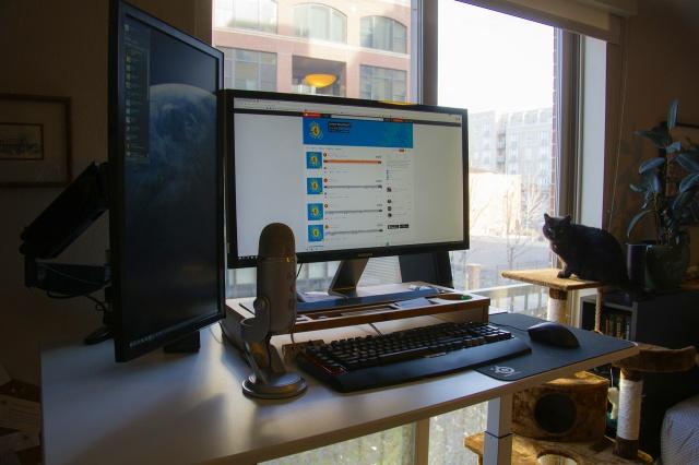 PC_Desk_MultiDisplay84_62.jpg
