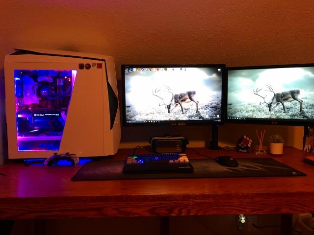 PC_Desk_MultiDisplay84_64.jpg