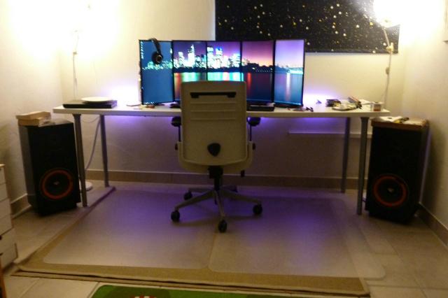 PC_Desk_MultiDisplay84_66.jpg