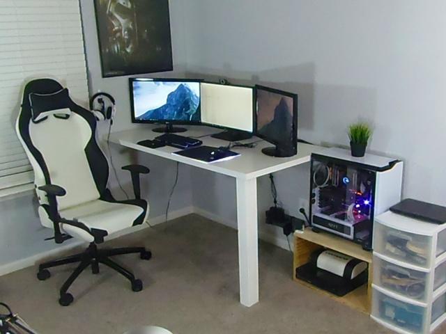 PC_Desk_MultiDisplay84_68.jpg