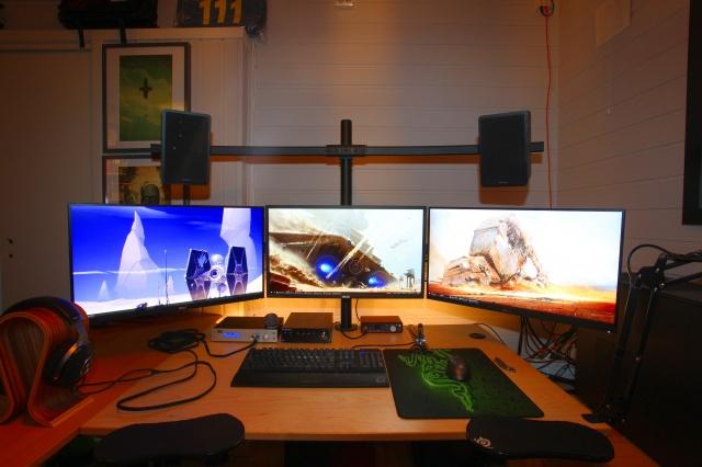 PC_Desk_MultiDisplay84_69.jpg
