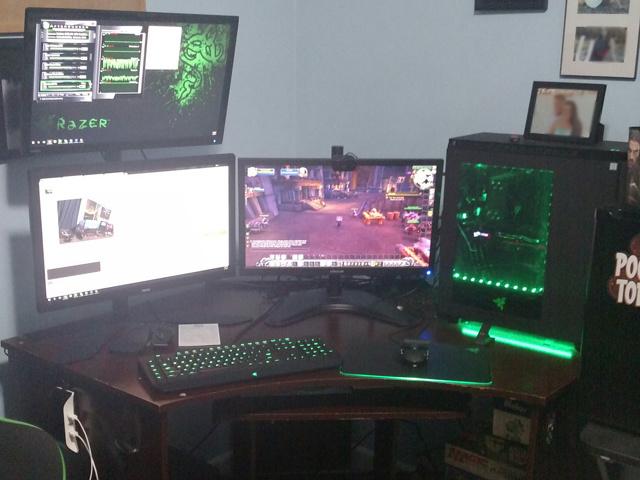 PC_Desk_MultiDisplay84_70.jpg