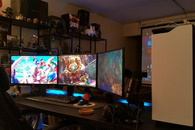 PC_Desk_MultiDisplay84_72.jpg
