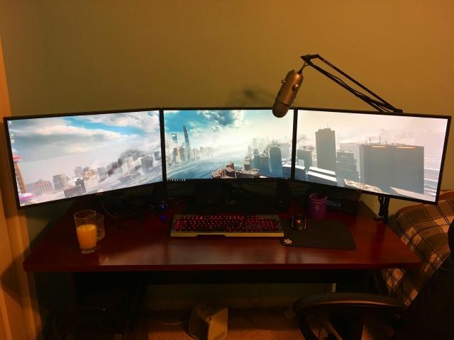PC_Desk_MultiDisplay84_75.jpg