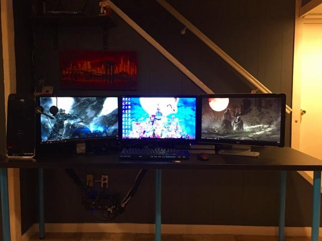 PC_Desk_MultiDisplay84_77.jpg