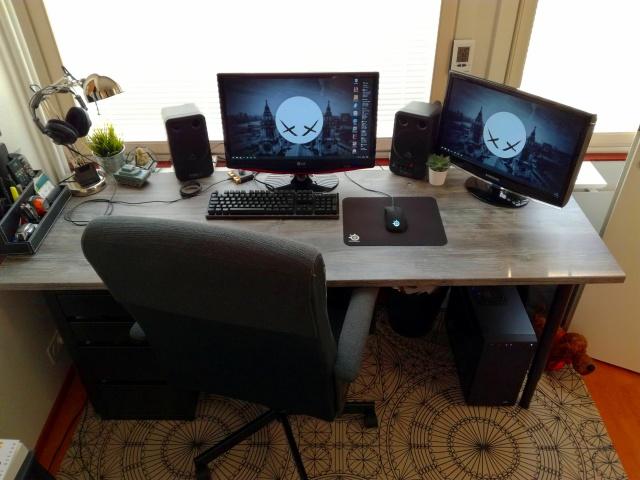 PC_Desk_MultiDisplay84_79.jpg