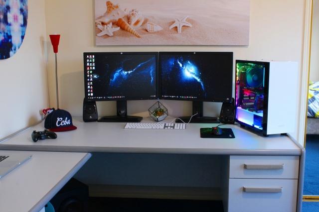 PC_Desk_MultiDisplay84_85.jpg