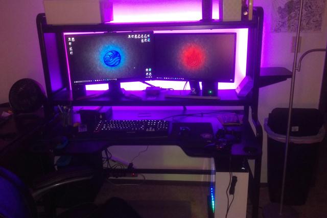 PC_Desk_MultiDisplay84_87.jpg