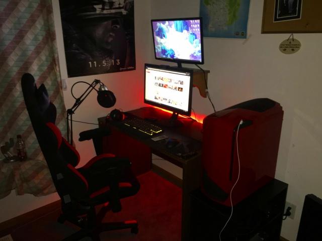 PC_Desk_MultiDisplay84_88.jpg