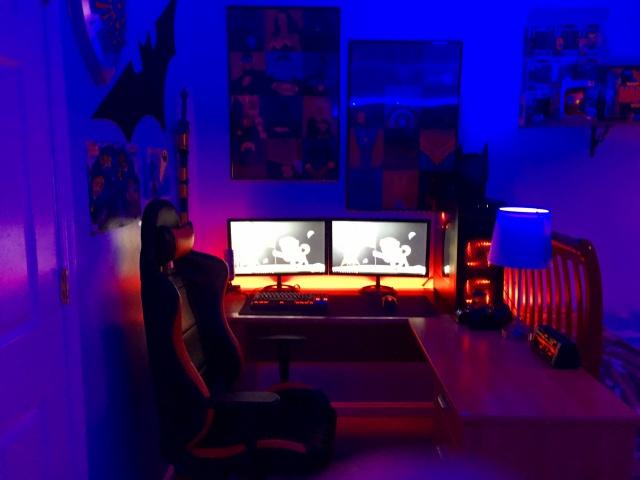 PC_Desk_MultiDisplay84_89.jpg