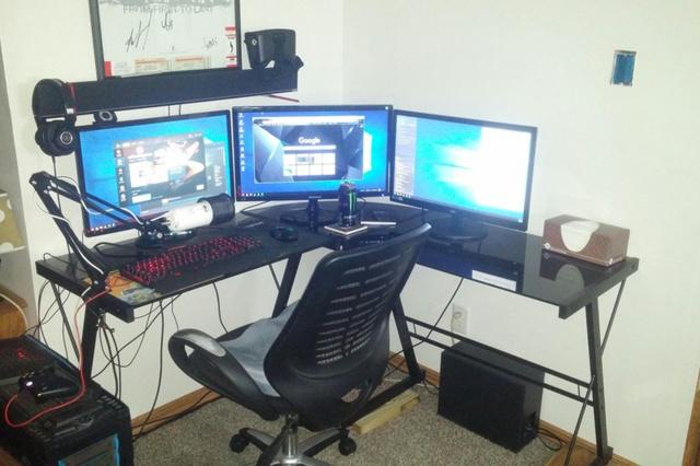PC_Desk_MultiDisplay84_90.jpg