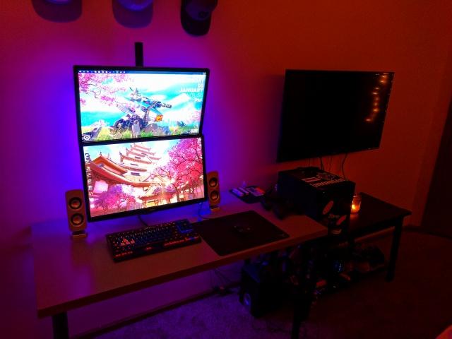PC_Desk_MultiDisplay84_91.jpg