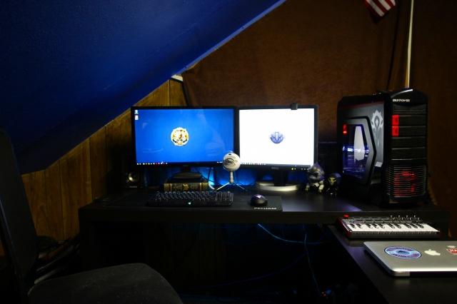 PC_Desk_MultiDisplay84_92.jpg