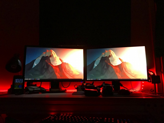 PC_Desk_MultiDisplay84_93.jpg
