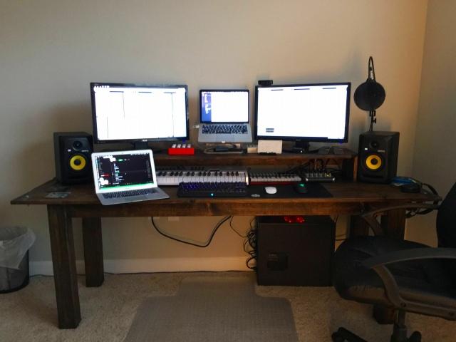 PC_Desk_MultiDisplay84_98.jpg