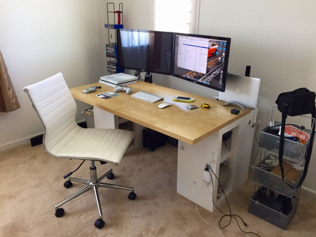 PC_Desk_MultiDisplay85_60.jpg
