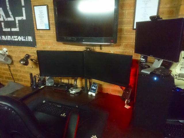 PC_Desk_MultiDisplay85_93.jpg
