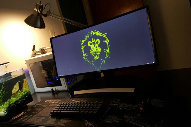 PC_Desk_UltlaWideMonitor14_91.jpg