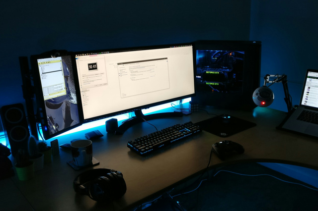 PC_Desk_UltlaWideMonitor15_40.jpg