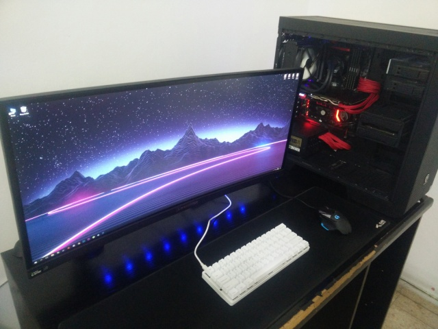 PC_Desk_UltlaWideMonitor15_64.jpg