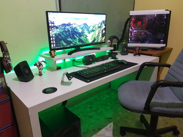 PC_Desk_UltlaWideMonitor15_87.jpg