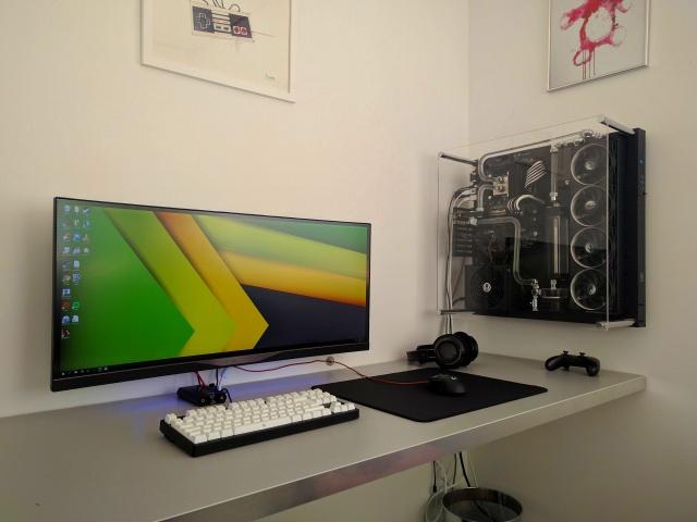 PC_Desk_UltlaWideMonitor16_07.jpg