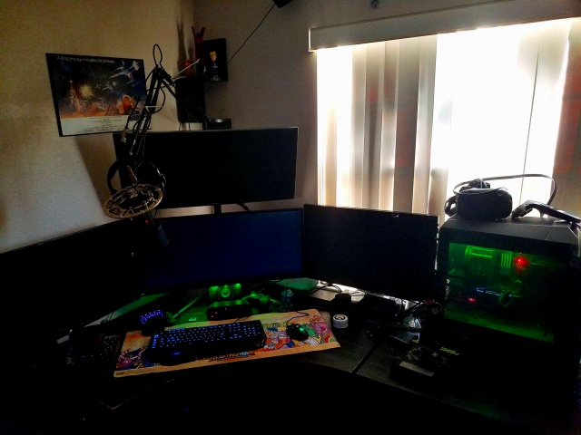 PC_Desk_UltlaWideMonitor16_10.jpg