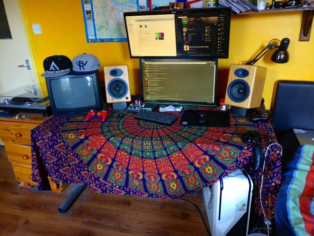 PC_Desk_UltlaWideMonitor16_19.jpg