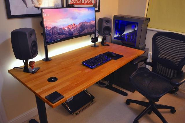 PC_Desk_UltlaWideMonitor16_29.jpg