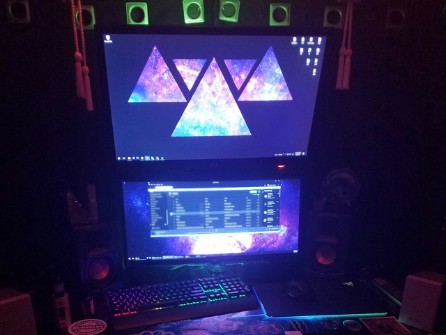 PC_Desk_UltlaWideMonitor16_32.jpg