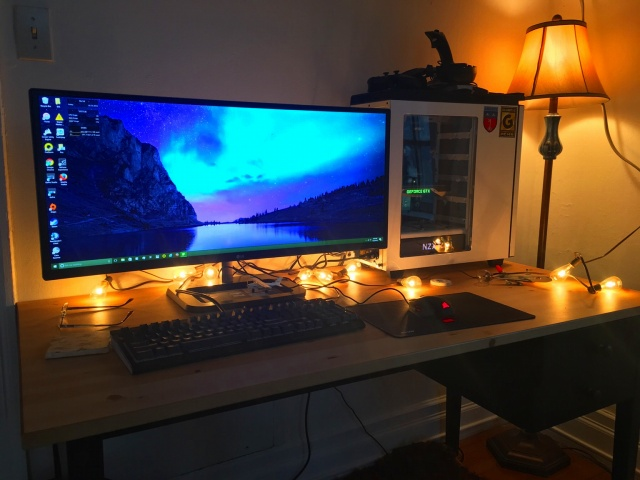 PC_Desk_UltlaWideMonitor16_34.jpg
