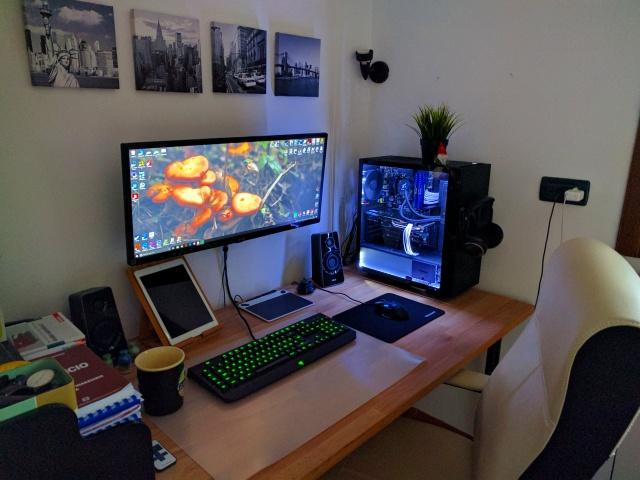 PC_Desk_UltlaWideMonitor16_42.jpg
