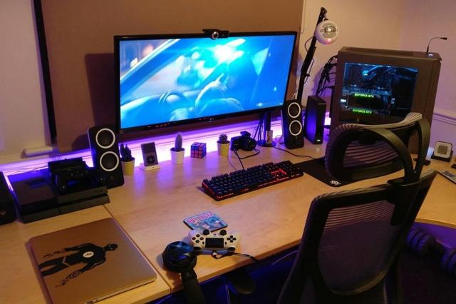 PC_Desk_UltlaWideMonitor16_54.jpg