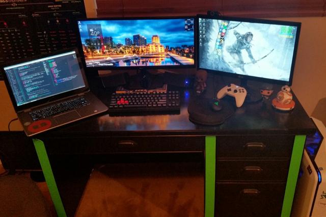 PC_Desk_UltlaWideMonitor16_62.jpg