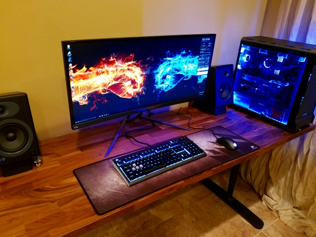 PC_Desk_UltlaWideMonitor16_72.jpg
