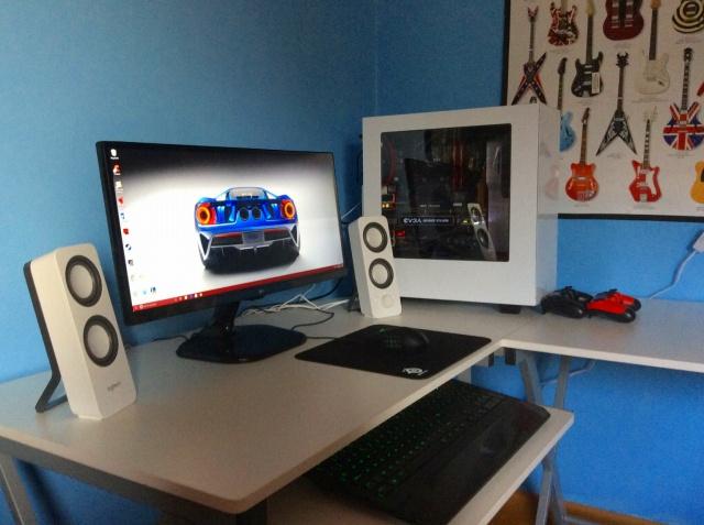 PC_Desk_UltlaWideMonitor16_86.jpg