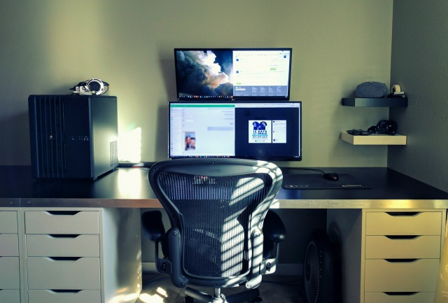 PC_Desk_UltlaWideMonitor16_91.jpg