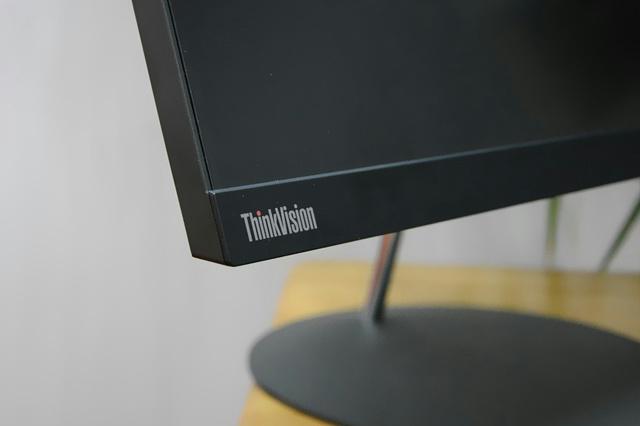 ThinkVision_X24q-10_05.jpg