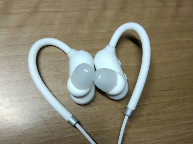 Xiaomi_Bluetooth_Earphones_04.jpg