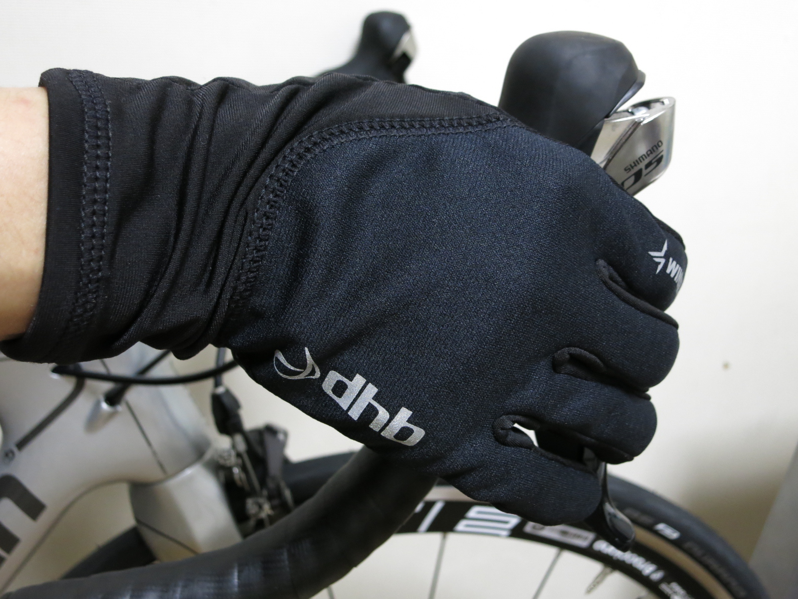 dhb_Windslam_Stretch_Glove_12.jpg